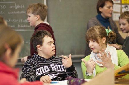 Воспитание творческой направленности личности ребенка с нарушением интеллекта в условиях коллективной деятельности